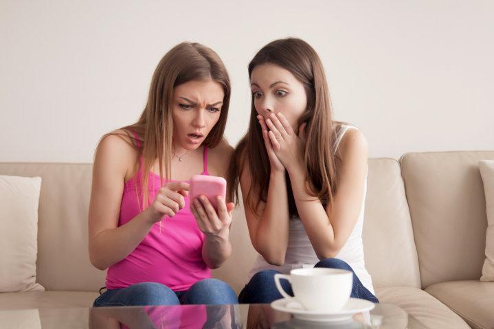 ¿Es un delito difundir imágenes íntimas por redes sociales?